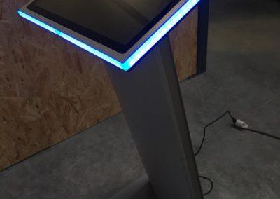 Pupitre écran cadre LED